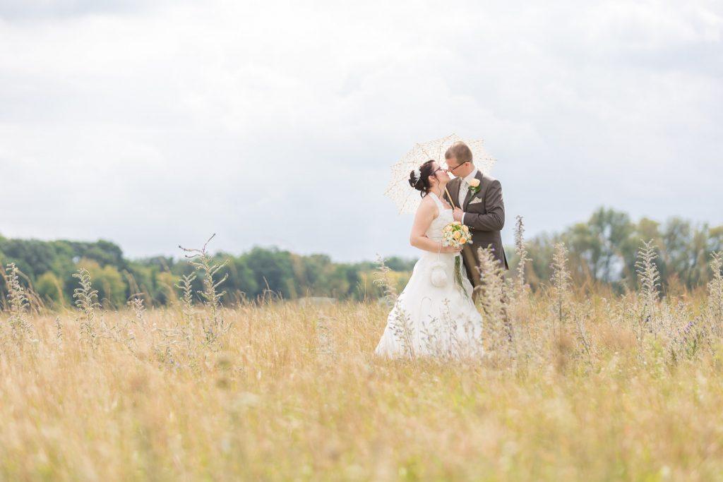 Brautpaar im Kornfeld Berlin Hochzeit