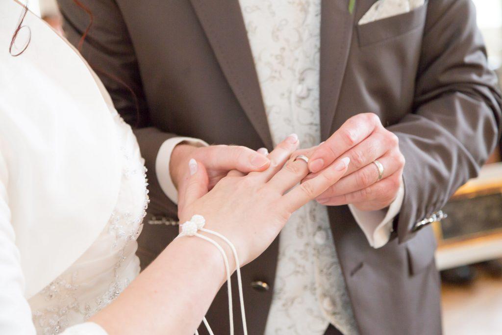 heiraten-auf-schloss-friedrichfelde-ringtausch